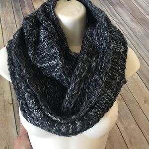 Altr'd State chunky knit Infiniti scarf